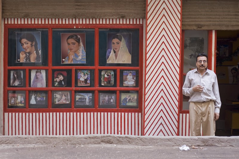 Ahmed Kamel - Artwork - Photo series - Shop - Abutting - C print-20x30cm, 2009